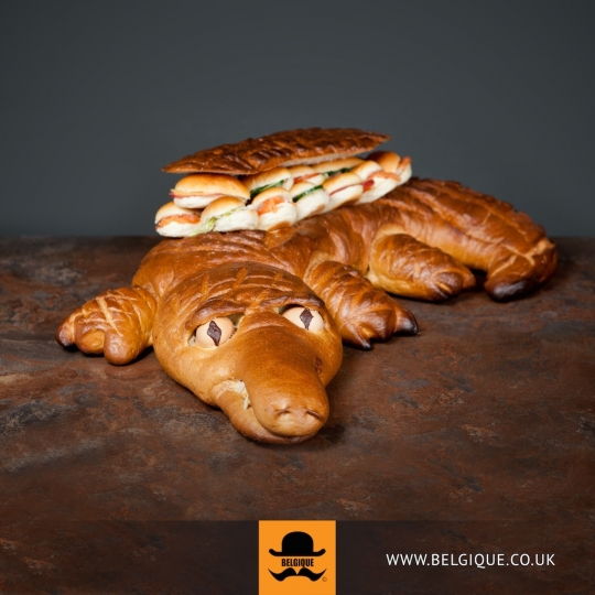 Surprise Crocodile Bread with 25 rolls