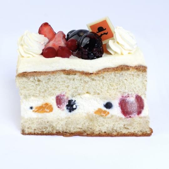 Fresh Fruit/Fresh Creme Gateau slice